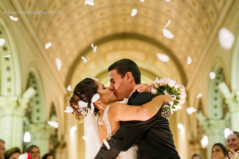 Beijando a Noiva